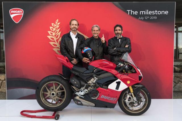 Ducati Panigale V4 25th Anniversary 916 len san voi gia hon 1 ty dong