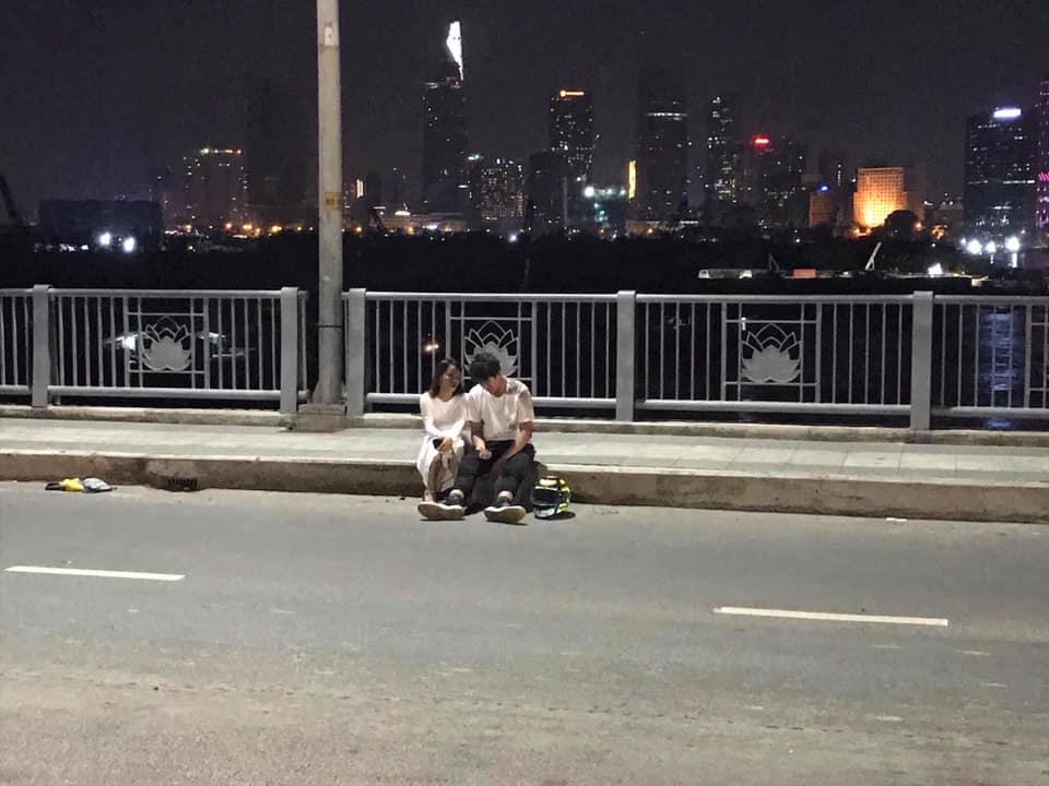 Thanh nien chay KTM Duke 390 toc do cao tong nguoi dan ong di xe dap tu vong - 4