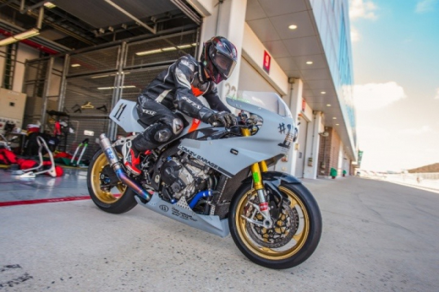 BMW S1000RR do gay can voi kieu dang dam chat Retro Cafe Racer - 7