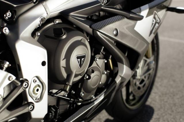 Triumph Daytona Moto2 765 Limited Edition chinh thuc trinh lang voi gia khoang 400 trieu VND - 16