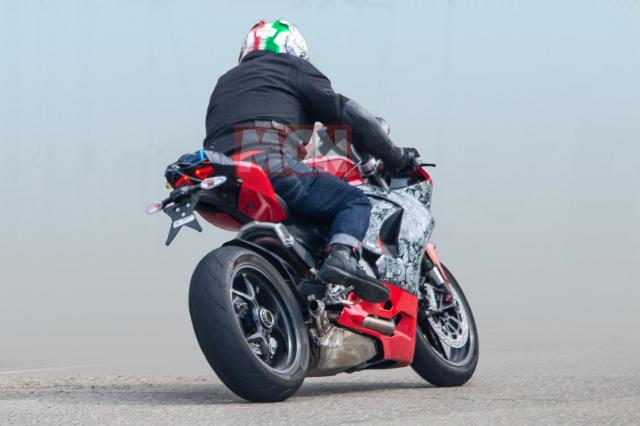 Video Can canh Ducati Panigale 959 2020 hoan toan moi khi dang cho do xang - 4