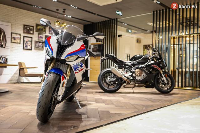 Chi tiet BMW S1000RR 2021 mau den Black Storm Metallic dau tien tai Viet Nam - 4