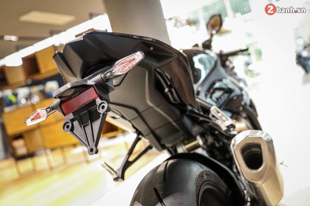 Chi tiet BMW S1000RR 2021 mau den Black Storm Metallic dau tien tai Viet Nam - 15