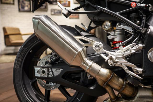 Chi tiet BMW S1000RR 2021 mau den Black Storm Metallic dau tien tai Viet Nam - 23